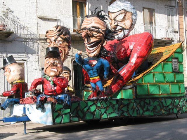 I Guasta feste, carro allegorico vincitore della XXIV edizione
