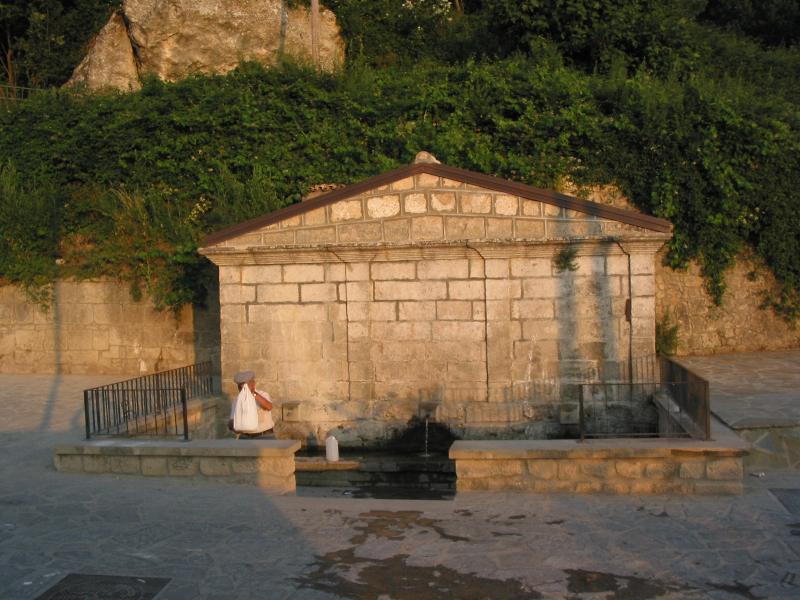 Stigliano:  fontana dei tre Cannoni