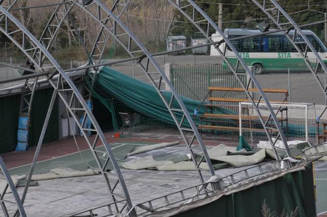 Stigliano: la tensostruttura divelta dal vento