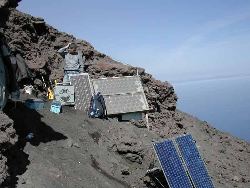 Foto INGV, un osservatorio sismico di Stromboli.