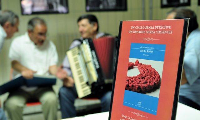 Il romanzo Creta Rossa Di Giusepe Colangelo