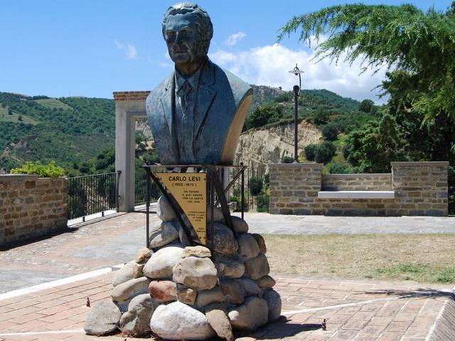 Aliano, il busto di Carlo Levi
