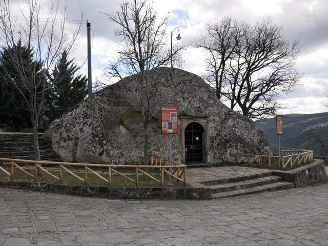 Cirigliano (MT), la Chiesa della Madonna della grotta