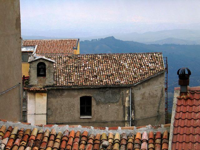 Stigliano (MT), la Chiesa di San Vincenzo con il tetto rifatto