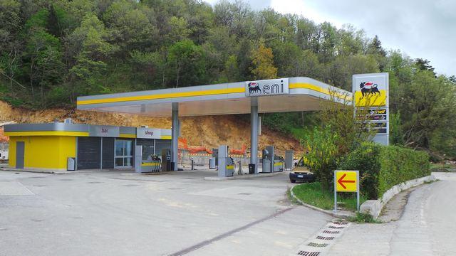 Stigliano: distributore di carburanti ENI