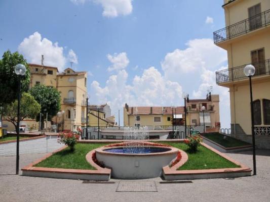Stigliano, Fontana piazza Garibaldi
