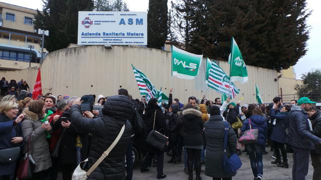 sit-in protesta lavoratori ASM-Matera