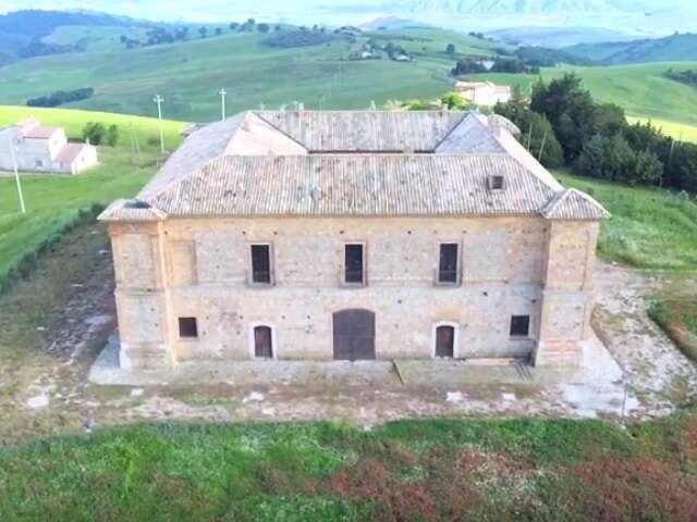 Stigliano. il palazzo di Santo Spirito